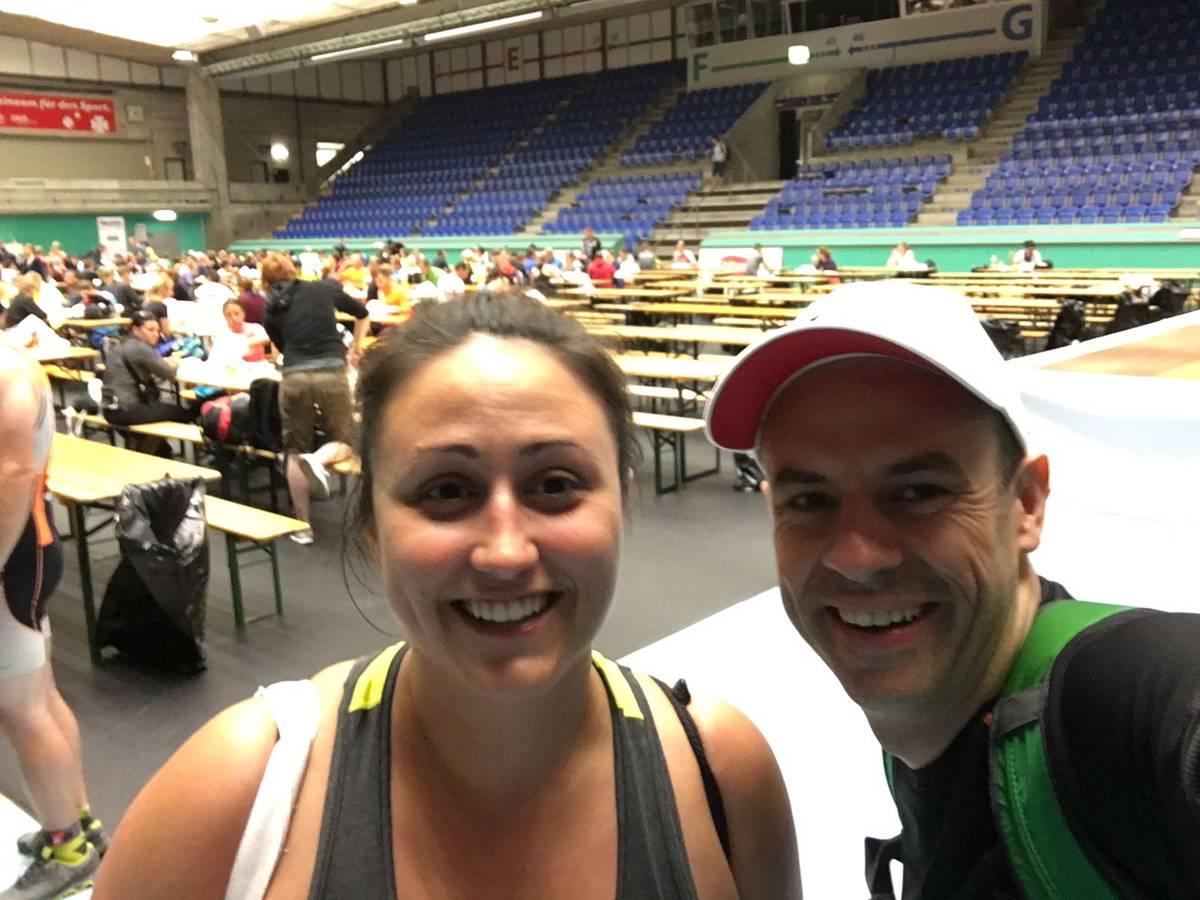 Nina Roost und Nicola Bomio beim Sportler Zmorge morgens um 4 Uhr. (© Radio 24)