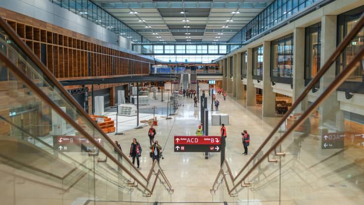 Noch gibt es viel zu tun: Das Terminalgebäude des neuen Berliner Flughafens Berlin Brandenburg Willy Brandt (BER). (Archivbild)