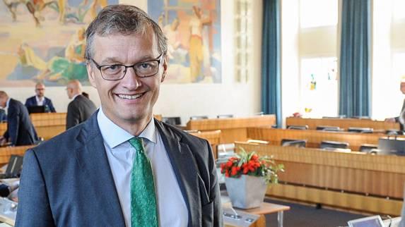 Der Grüne Landrat Klaus Kirchmayr akzeptiert zähneknirschend eine aus seiner Sicht unnötige Lohnreform.