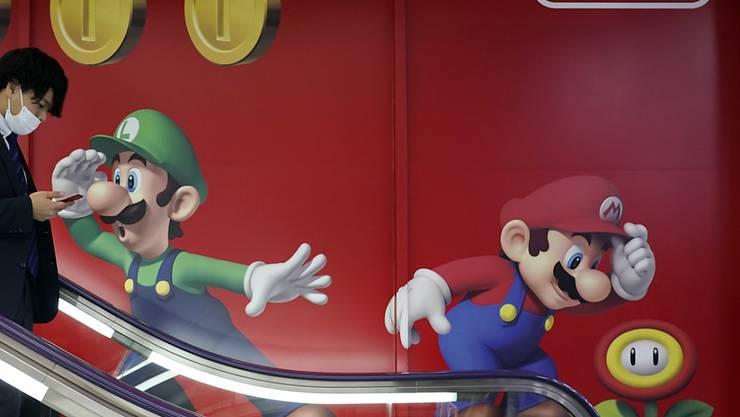 Der Spielehersteller Nintendo kann sich dank dem Erfolg der Konsole Switch-Lite über sprudelnde Gewinne freuen. (Archivbild)