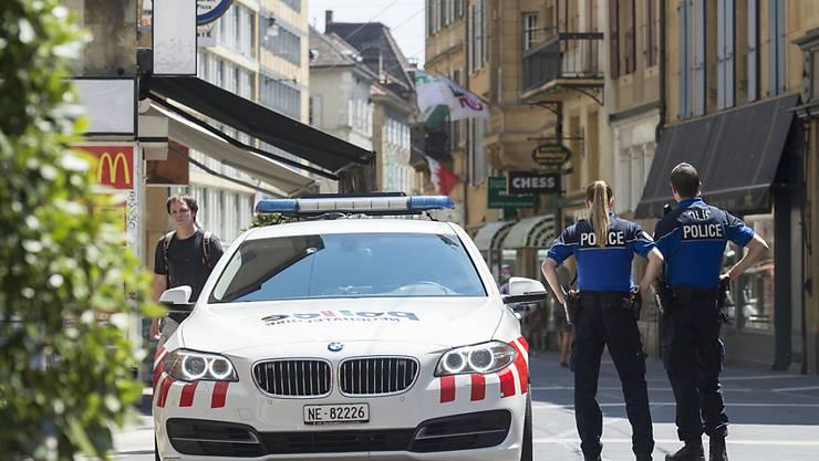Die Neuenburger Polizei sucht noch den dritten Täter (Archivbild).
