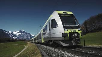 Der Zug der BLS kollidierte mit einem kleinen Erdrutsch und entgleiste in der Folge. (Symbolbild)