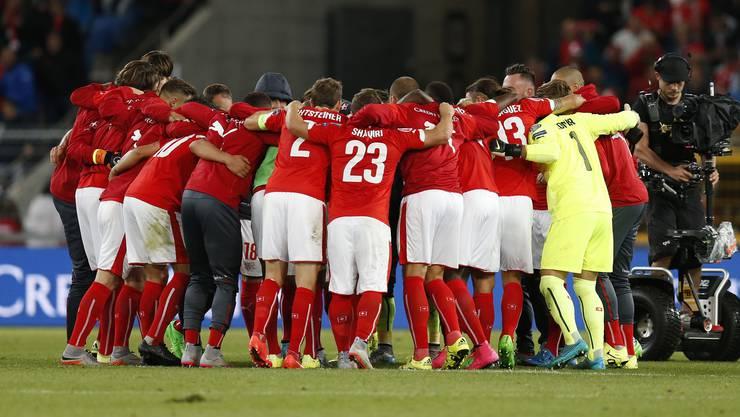 Die Schweizer feiern ihren wichtigen Sieg auf dem Weg zur EM.
