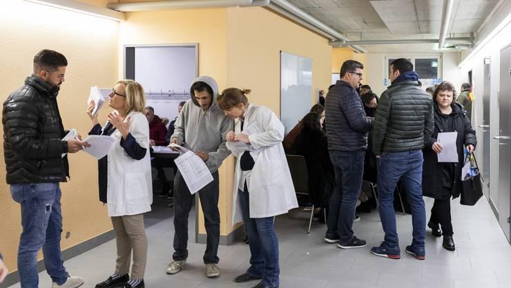 Rund 500 Personen liessen sich am Mittwochabend in Würenlos als Blutstammzellen-Spender registrieren.