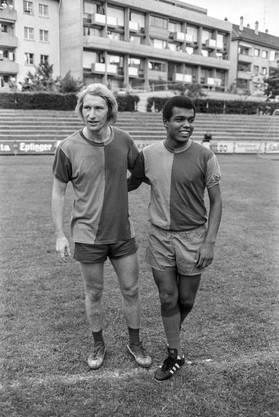 Spannungsreiche Beziehung: die FCB-Spieler Odermatt und Cubillas (1973).