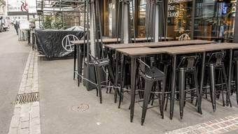 Der Basler Wirteverband erhebt Verfassungsbeschwerde gegen die von der Regierung verfügte Schliessung von Restaurants und Bars.