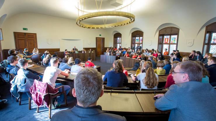 Rund 70 Schülerinnen und Schüler nahmen am Jugendpolittag teil.