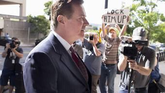 Der frühere Wahlkampfhelfer von US-Präsident Donald Trump, Paul Manafort, muss bis zu seinem Prozess ins Gefängnis (Archivbild)