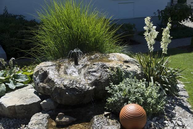 Auch ein Brunnen findet sich in dem grossen Garten
