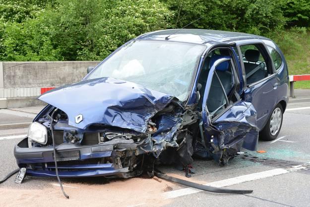 Wegen des Unfalls musste die Umfahrungsstrasse für rund vier Stunden gesperrt werden.