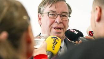 Martin Vollenwyder beantwortet Fragen der Journalisten