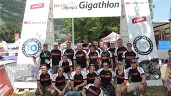 Einige Mitglieder des Vereins crazy5.ch posieren beim Swiss Olympic Gigathlon fürs Vereinsarchiv.