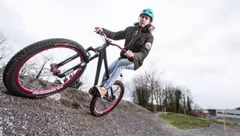 Initiant Florian Rauber mit seinem Mountainbike auf dem Pumptrack in Birmenstorf: «Pumptracks machen mir einfach extrem Spass.»