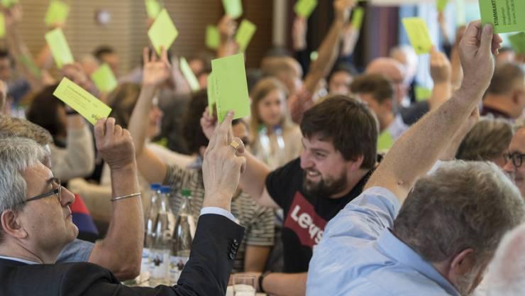 Abstimmung an der Delegiertenversammlung der Grünliberalen am Samstag in Spiez.