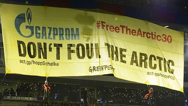 Diese Greenpeace-Aktion kostet den FC Basel 70'000 Franken.