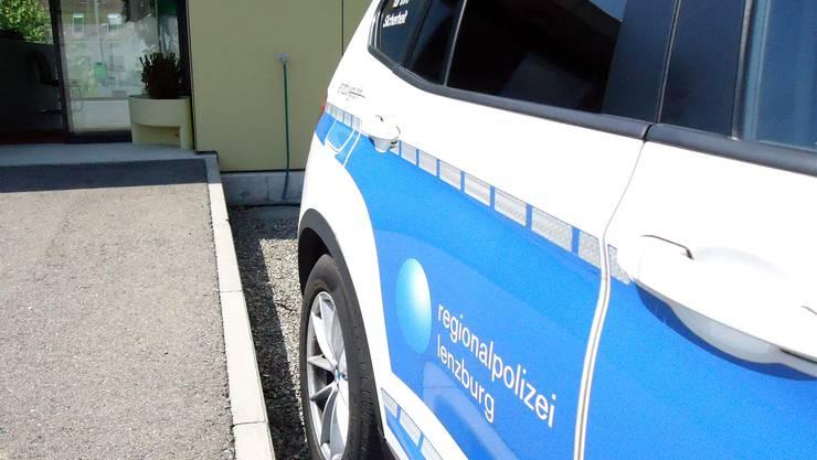 Vor dem Gebäude der Regionalpolizei Seetal in Seengen steht bereits ein Fahrzeug der Repol Lenzburg in denStartlöchern. Fritz Thut