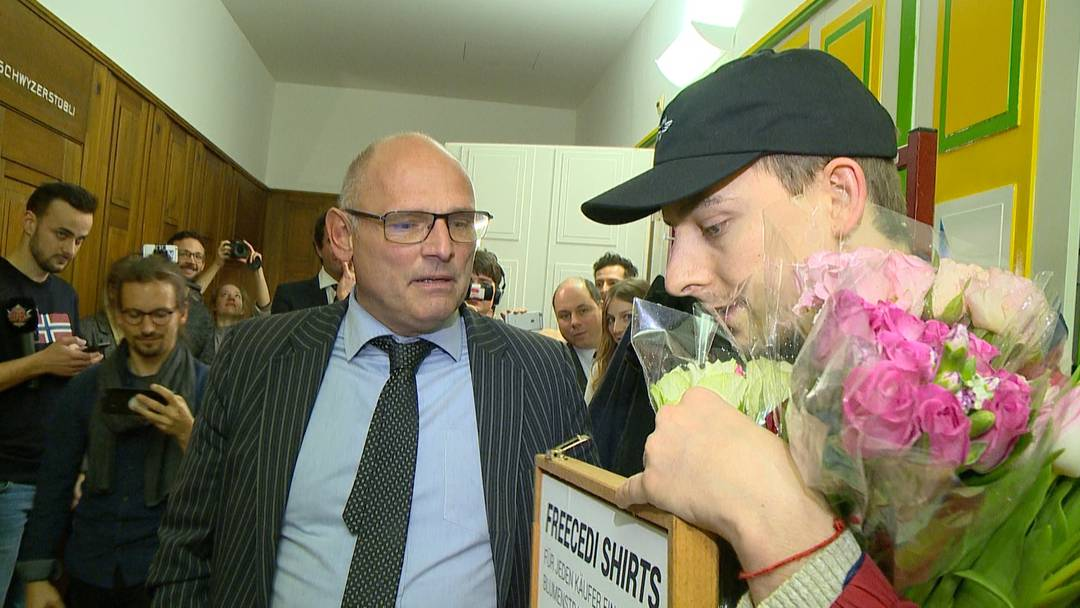 """""""Izzy""""-Komiker platzt in SVP-Veranstaltung - und wird vor die Tür gesetzt"""