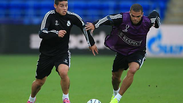 Reals Spieler James Rodriguez (links) und Pepe im Training.