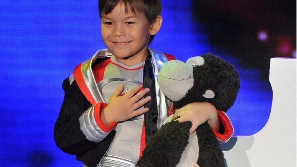Ricky Kam (hier als Sechsjähriger auf der «Supertalent»-Bühne) mit Ching Ching: Früher durfte der Plüschaffe überallhin mit - heute muss er zu Hause bleiben. (Archiv)