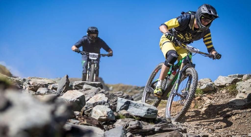 Die Biker können an verschiedenen Wettkämpfen mitmachen. (Bild: arosalenzerheide.swiss)