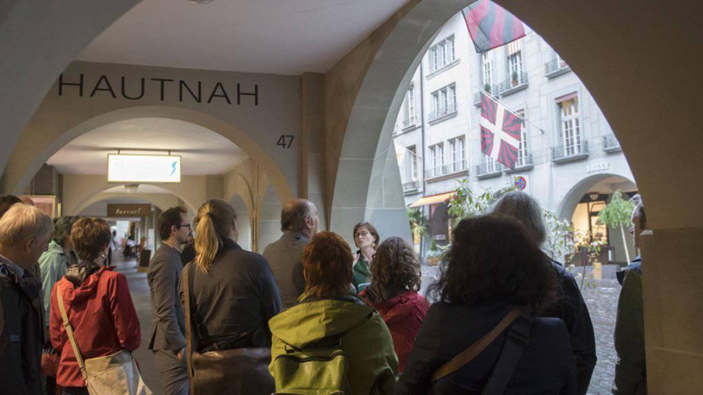 Die Fraktion der Grünen am Mittwoch während ihrem Ausflug zum Thema «Bekannte MigrantInnen in der Stadt Bern».