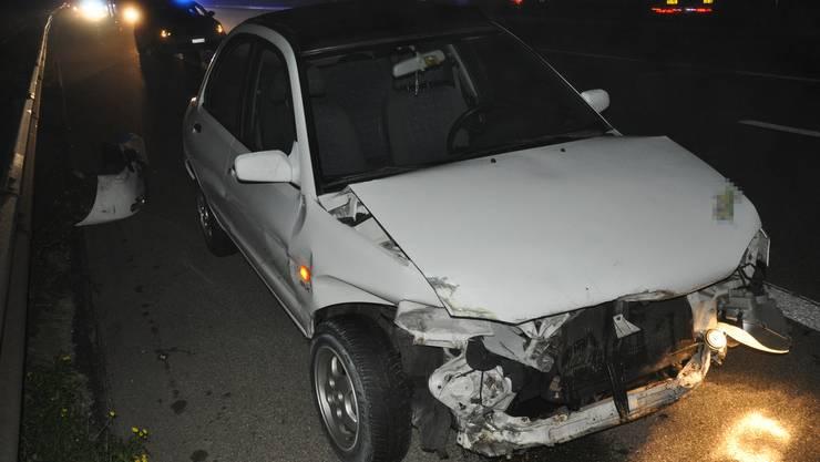 Der Wagen wurde durch den Aufprall zurück auf die Autobahn geschleudert.