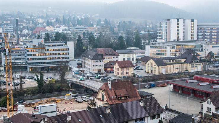 Der Zentrumsanschluss Liestal wäre zwischen Feuerwehrmagazin (rotes Gebäude rechts) und der Baustelle in der Bildmitte zu liegen gekommen. Nicole Nars-Zimmer