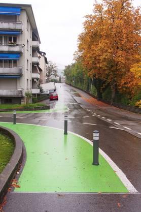 Einengung (grün): Das Überfahren und das Parieren ist verboten.