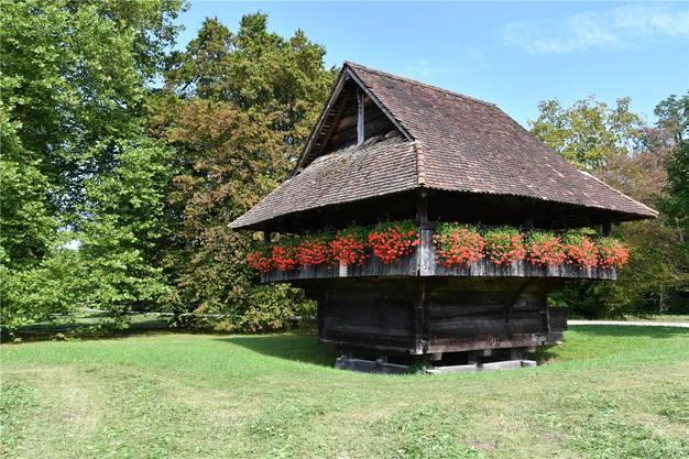 Der Schulthess-Gartenpreis soll helfen, im Park den Gränicher Kornspeicher von 1588 zu sanieren. Bruno Kissling