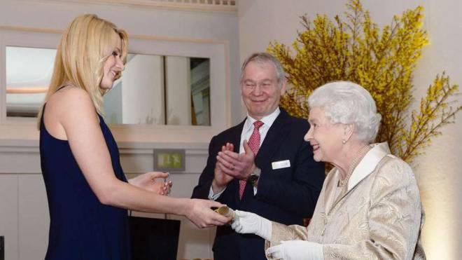 Jennifer Santner mit Königin Elisabeth II. Foto: HO