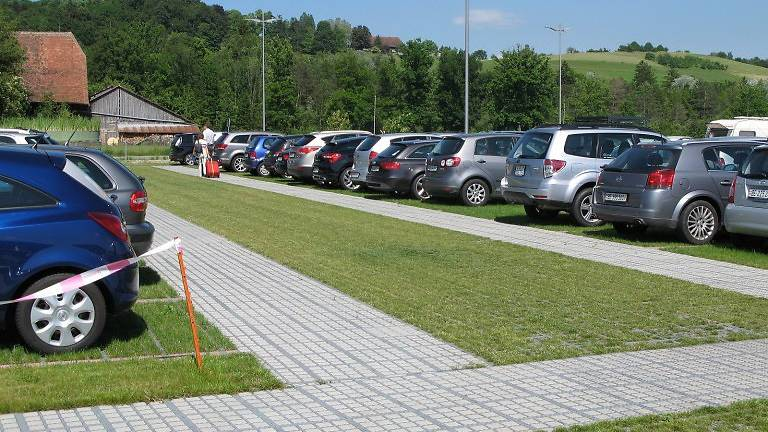 Ist Parkieren am Flugplatz Altenrhein gefährlich?
