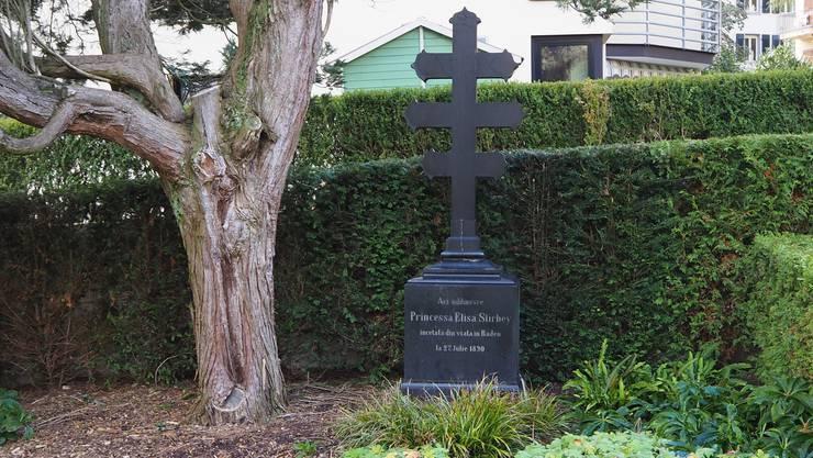 Das Badener Grabmal der Prinzessin mit dem seltenen Dreifachkreuz.