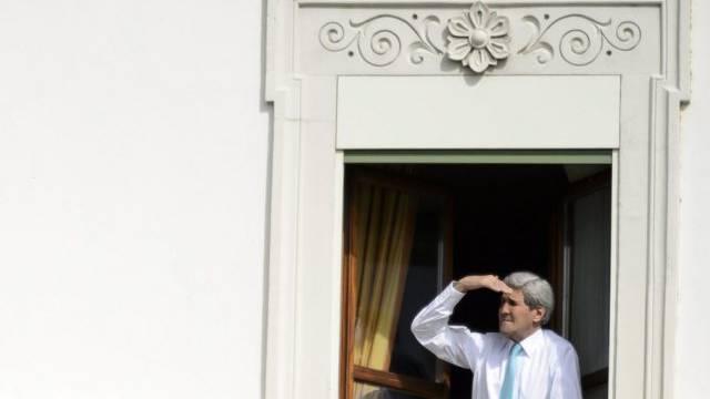 US-Aussenminister Kerry blickt am Mittwoch in Lausanne aus Fenster
