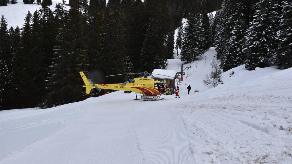 Ein Mann wurde von einem Skiliftseil am Kopf getroffen und musste ins Spital geflogen werden.