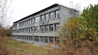 Die vom Regierungsrat verordnete Steuererhöhung gefährdet den Verpflichtungskredit für den Neubau des Schulhauses Risiacher. (Archiv)