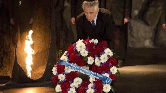 Chuck Hagel legt in der Holocaust-Gedenkstätte Yad Vashem einen Kranz nieder