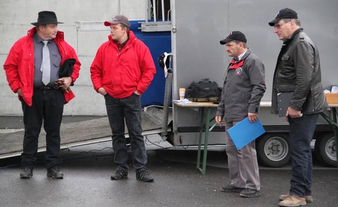 Vizepräsident Heinz Mägli, Geschäftsführer Stefan Bader und die Rassen-Richter Hugo Piller und Pierre André Froidevaux