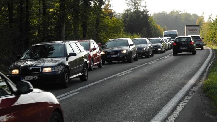 Im Fricktal sind insgesamt 47'956 Autos unterwegs. Das zeigt die neue Motorfahrzeugstatistik des Kantons. (Archiv)