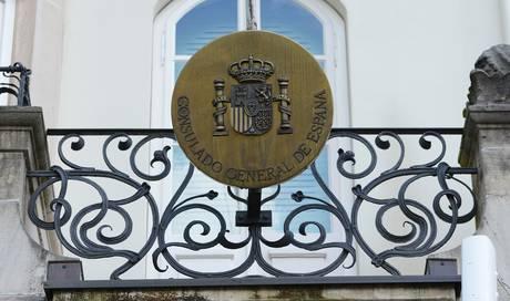schock f r die 10 39 000 spanier in basel das konsulat geht zu busslides bz bz basel. Black Bedroom Furniture Sets. Home Design Ideas