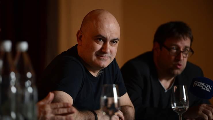 «Ich liebe Basel»: Opernregisseur Calixto Bieito mit Theaterdirektor Georges Delnon im Hintergrund.