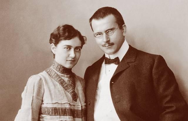 Der Psychiater C. G. Jung mit seiner Gattin Emma.