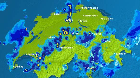 Das Gewitter bewegte sich von Westen nach Osten. Ein Blick auf den Regenradar von 22 Uhr zeigt das Unwetter über Aarau.