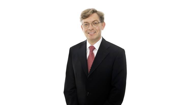 54 Jahre alt, der gelernte Maschinenzeichner ist heute Leiter Sicherheit bei der Zürcher Kantonalbank. Er wohnt seit 1989 in Urdorf. Seit 1994 sitzt er im Urdorfer Gemeinderat und steht dem Ressort Finanzen vor. Zudem war er zwischen 2004 und 2010 Präsident des Spitals Limmattal.