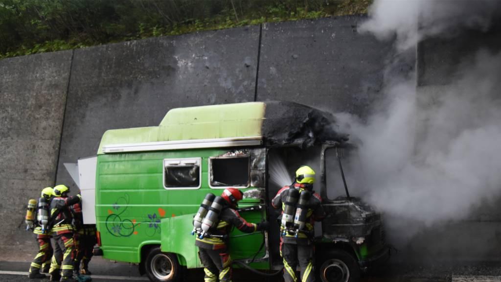 Wohnmobil auf der A13 ausgebrannt