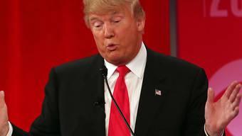 Der umstrittene Milliardär Donald Trump attackierte in der TV-Debatte seine Rivalen.