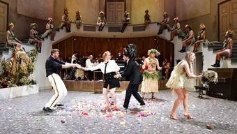 Schön bunt, schön ironisch: «Die Blume von Hawaii» am Theater Basel demonstriert die subversive Kraft der Operette.