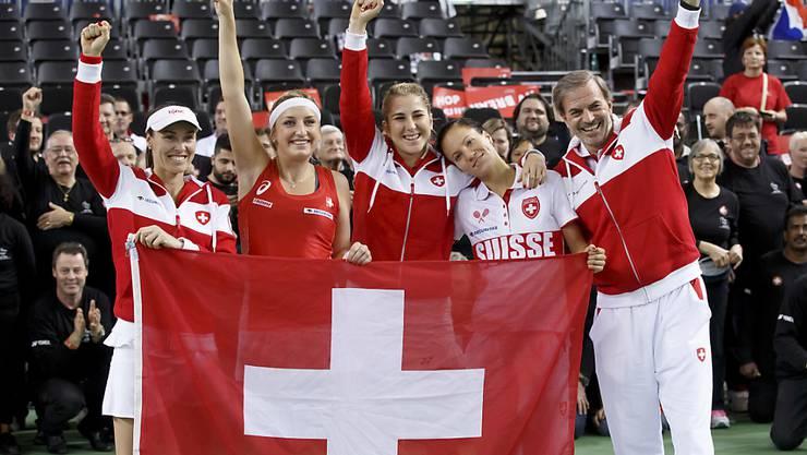 Die nächste Sternstunde in Minsk? Das Schweizer Fedcup-Team feiert den Sieg im Viertelfinal in Genf gegen Frankreich
