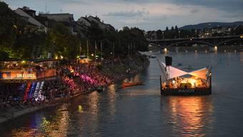 Vom 25.7. bis 12.8. findet die diesjährige Ausgabe von «Im Fluss» statt. Im Bild: die letztjährige Eröffnung «Im Fluss» Basel mit «Bukahara»