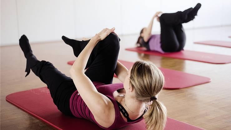 Yoga- und andere Fitnesskurse sind bei der Migros-Klubschule weiterhin gefragt, doch sie machen den Rückgang bei anderen Angeboten nicht wett.HO