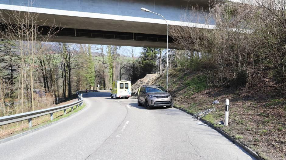 27-Jähriger Velofahrer bei Zusammenprall mit Auto verletzt